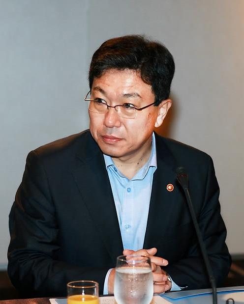 윤상직 산업통상자원부 장관