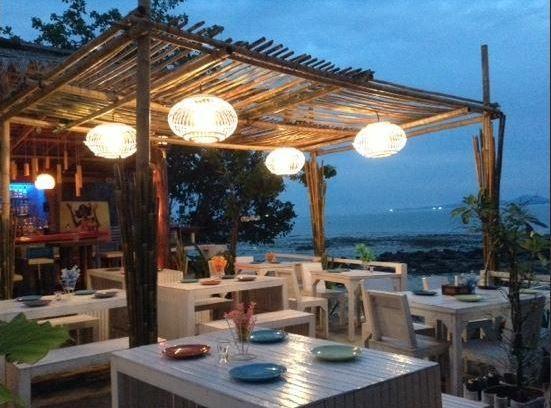 아름다운 노을을 감상하며 식사를 즐길 수 있는 사바이 바 (Sabai Ba Bar)