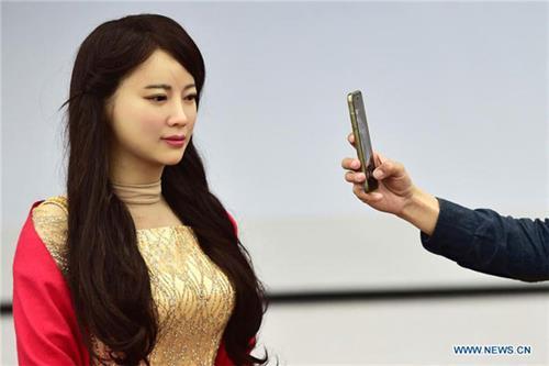 중국 과학기술대학 연구팀이 선보인 미모와 지혜를 겸비한 '여신 로봇'